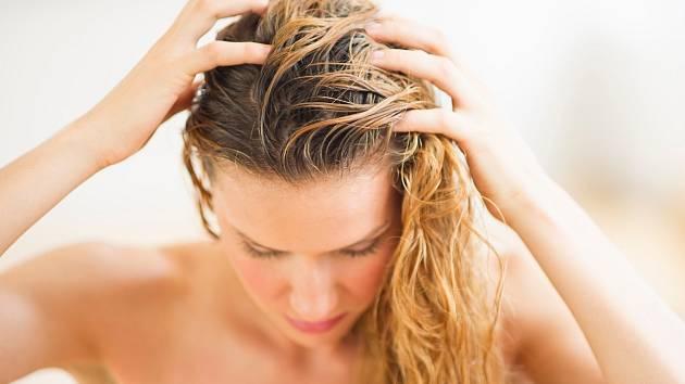 Správné mytí vlasů není tak jednoduché, jak se na první pohled zdá