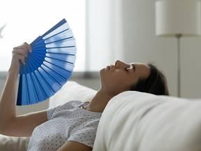 Jak vyrobit klimatizaci za pár korun? Zvládne to i žena za čtvrt hodiny.