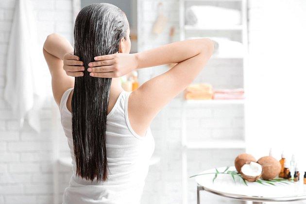 Domácí šampón dodá výživu a vlasy nezatíží
