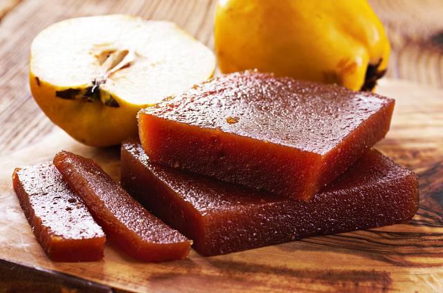 Kdoule jsou přímo stvořené k výrobě ovocného želé, to je pod názvem kdoulový sýr skvělou přílohou k masu, uzeninám, ale i skutečným sýrům.