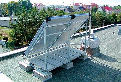 pomocí stojanů lze solární kolektory umístit i na rovné střechy