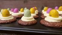 Hotové muffiny přizdobíme cukrovými vajíčky.