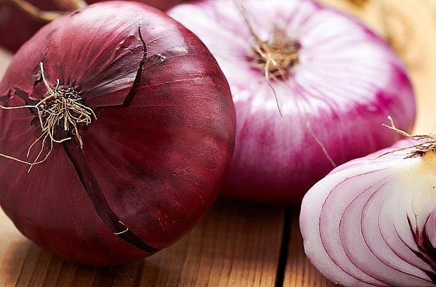 Nejvíce prospěšných účinků má syrová cibule.