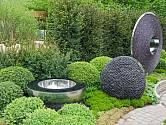 Do moderních městských zahrad jsou ideální abstraktní umělecké objekty.