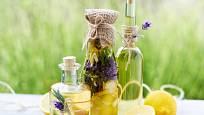 Ocet ovoní bylinky a citrusová kůra
