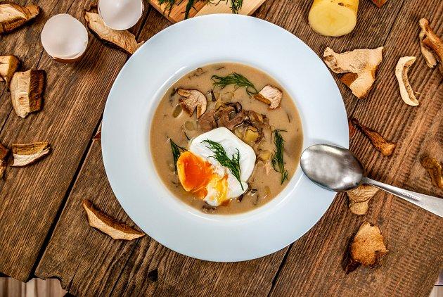 Staročeská kulajda je jednou z nejoblíbenějších polévek.