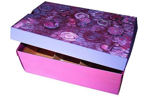 Krabice ozdobená tavnou pistolí