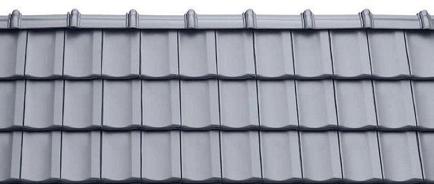 Nově vyvinutou stříbřitě šedou engobu představil Tondach na letošním FOR ARCH. Vyráběna bude výhradně na designové tašce Stodo 12.