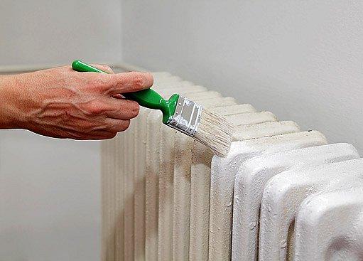 natírání radiátoru