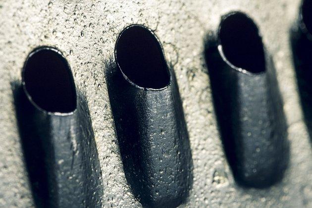 Ztupená ostří na kovovém struhadle nabrousíte