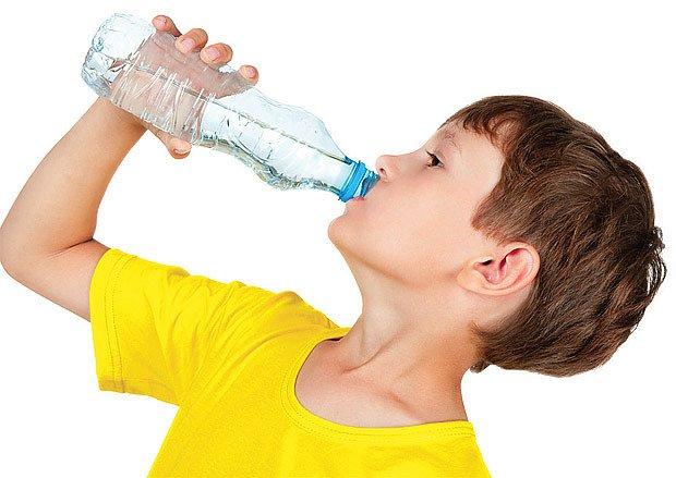při průjmech dochází k velkému odvodnění organizmu - je tedy třecha doplňovat tekutiny