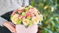 Květinový dárek nemusí mít jen podobu kytice, ale třeba květinového boxu.