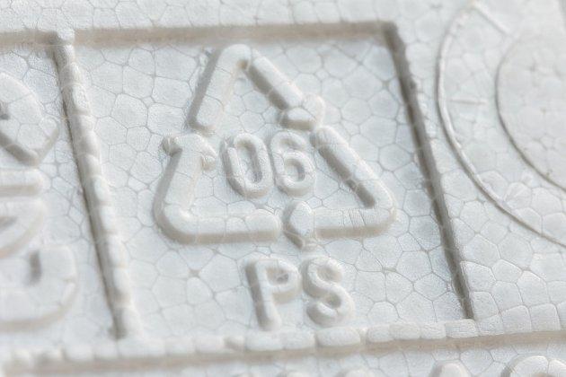 Recyklační symbol PS s číslem 6 - polystyren.