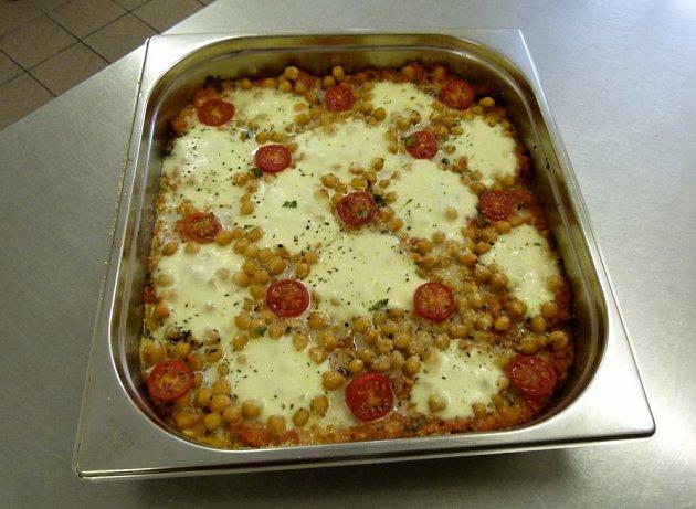 Cizrna zapečená s rajčaty a mozzarellou