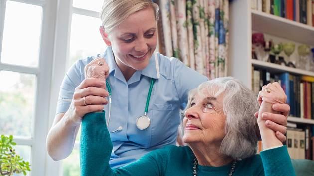 Mrtvici dokáže školený personál poznat i zvednutím rukou člověka s obtížemi