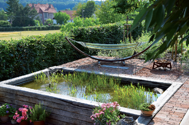 Odpočívadla ve vzdálenějších částech zahrady jsou vhodná pro případ, že si chcete užít více samoty
