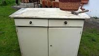 Poměrně snadno lze získat i starý stůl na mytí nádobí.