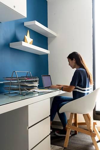 Důležité je vybrat si vhodné místo pro domácí pracovnu.