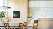 Parketová podlaha se nejčastěji pokládá v obývacích pokojích a ložnicích, uplatní se však i jinde.