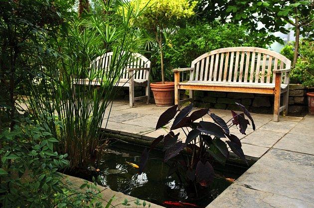 Bazén pro ryby v zimní zahradě
