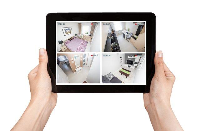 Vyspělý alarm ovládáte odkudkoliv přes telefon či tablet.