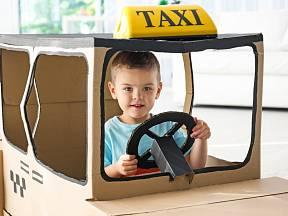 Mít vlastní auto, třeba taxi, to je sen každého kluka.