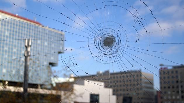 Bezpečnostní fólie zamezí vysypání skla