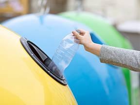 Plasty tvoří téměř třetinu domácího odpadu