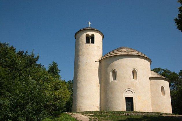 Rotunda sv. Jiří a Vojtěcha na hoře Říp