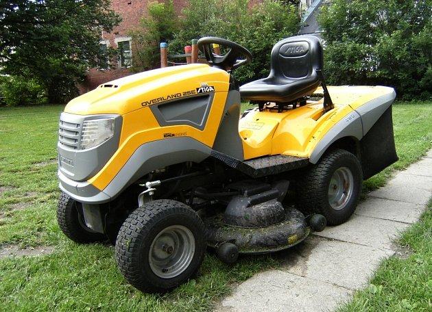 Kvalitní traktor je zárukou pohodlné práce v zahradě