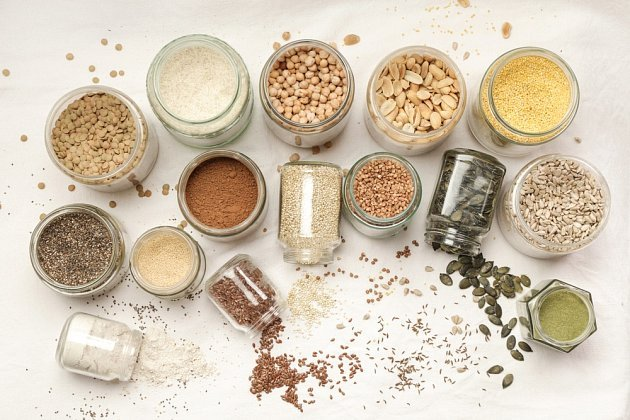 Chraňte své potraviny před moly v uzavíratelných dózách.