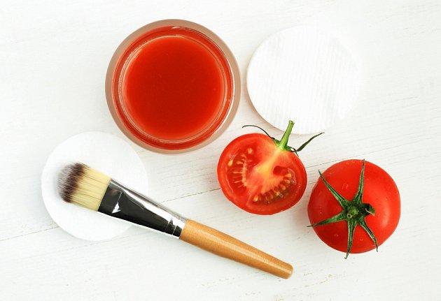 Obklad nebo maska z rajčat se žilkami zatočí