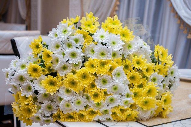 Chryzantémy jsou úžasné i ve vázané kytici.