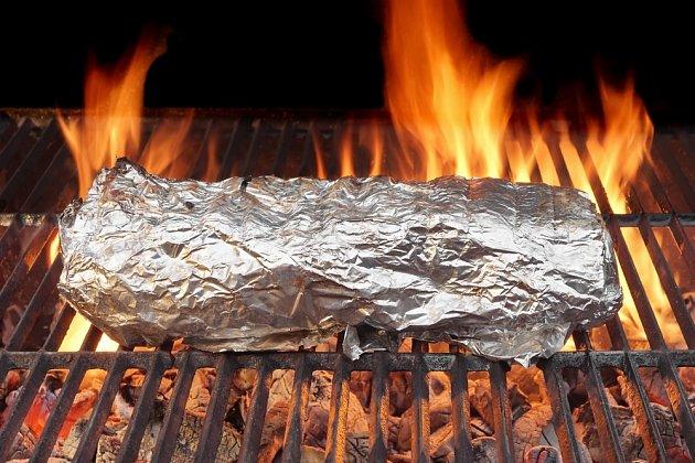 Vysoké teploty nejsou pro jídlo zabalené v alobalu vhodné.
