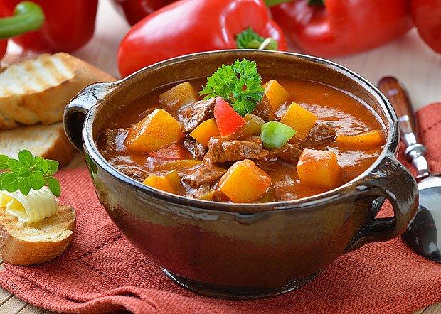 tradiční maďarský guláš