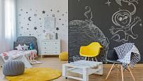 Dětský pokoj se stěnami s tabulovou barvou podporuje kreativitu dětí.