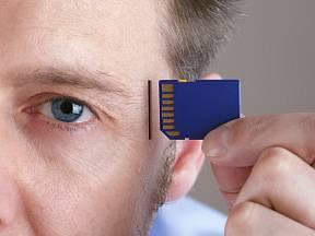 Kdybychom tak mohli používat paměťové karty i ve své hlavě.