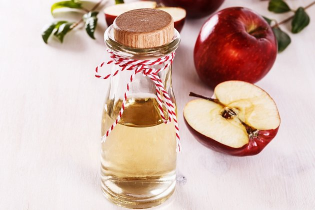 Jablečný ocet se řadí mezi přírodní léčiva s blahodárnými účinky na náš organismus.