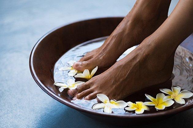 Koupel nohou pomůže proti zápachu