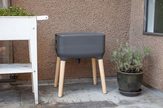 Vermikompostér, je multifunkční nádoba, která je určená ke kompostování zbytků potravin v domácnosti