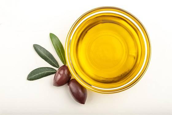 Pro péči o pleť používáme jen ty nejkvalitnější olivové oleje, nejlépe k tomu přímo určené.
