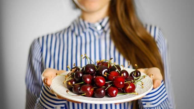 Jak ochránit plody třešní před červy