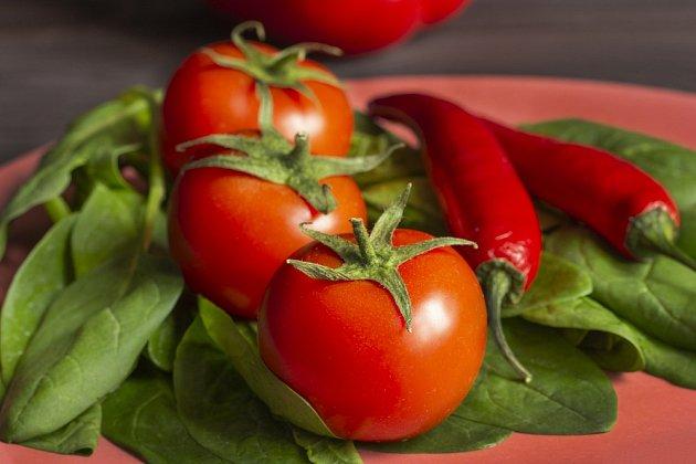 Rajčata i papriky obsahují minimum kalorií.