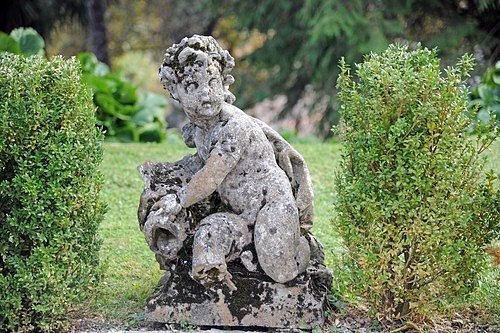 Aby zahrada působila celistvě, vyzdobte ji vhodnými doplňky, které navodí řeckou atmosféru.