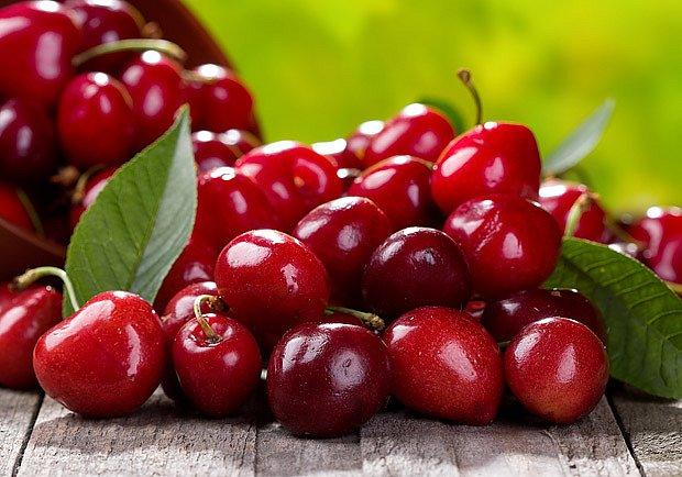 Sladké zdravé třešně chutnají dětem i dospělým
