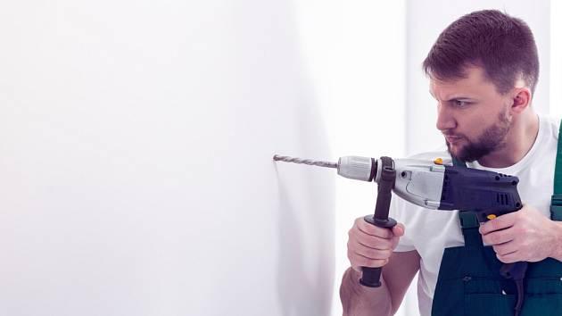 Pro vrtání zdiva použijte příklepovou vrtačku, zvláště jedná-li se o beton.