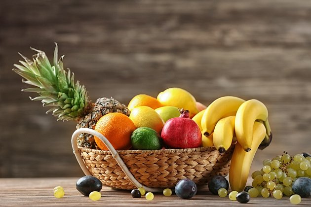 Sacharidy je vhodnější přijímat ve formě ovoce nebo medu než ze sušenek a zmrzliny