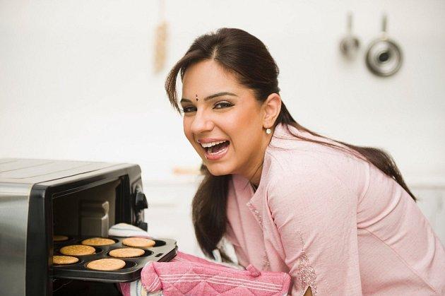 Mikrovlnka nám rozhodně udělá větší službu při pečení