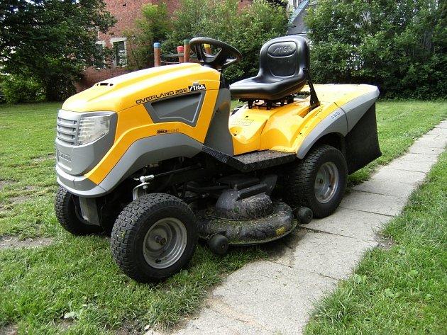 Zahradní traktor s pohonem všech kol