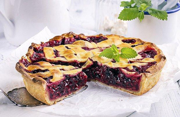 Srbský líný koláč s višněmi
